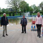 Foto im Freibad, Vorsitzender Claus Ludat, Vorsitzender Ewald Pump, SPD-Bürgerschaftsabgeordnete Kirsten Martens